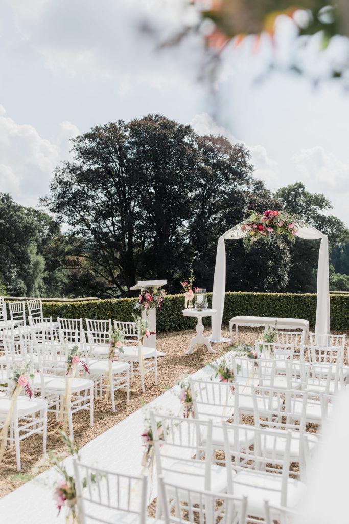 6 Witte Leren Stoelen.Chiavari Stoel Wit White Weddings